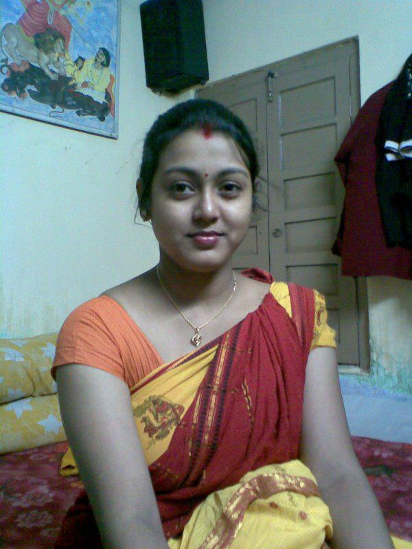 Bangalore sexy indian wife stripping saree
