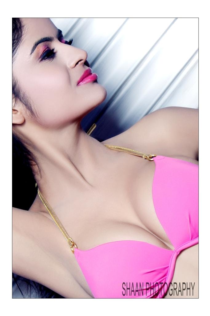 gehna vashisht in bikini