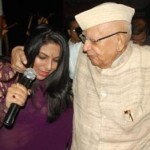 N D Tiwari dances with Female Anchor at a Programme in Lucknow
