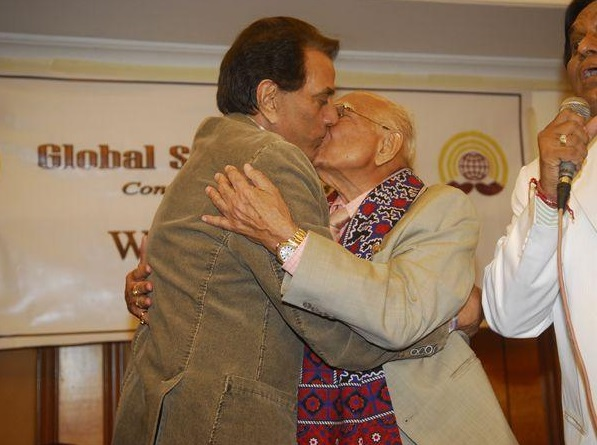 When Dharmendra And Ram Jethmalani Kissed In Public Biharprabha News