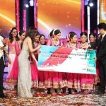 Ragini Makkhar and Naadyog members receiving IGT 5 Award