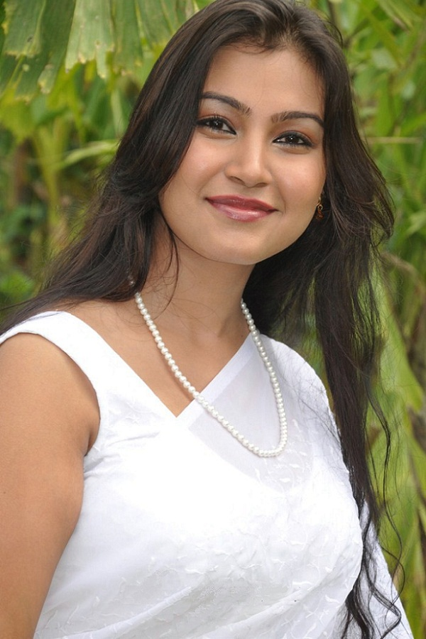 Vinita Kripa hot and beautiful in white Saree