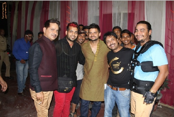 Suresh Raina with the crew of Meeruthiya Gangsters