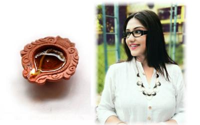 Soumita Saha promotes swadeshi clay lamp this Diwali